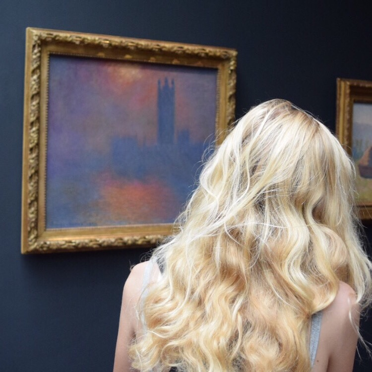Lookng into Monet 's London fog